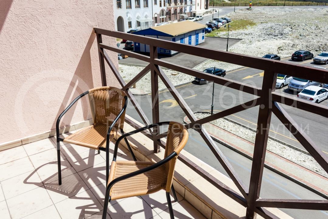 Балкон номера Вид внутри апартаментов Горки Город 4