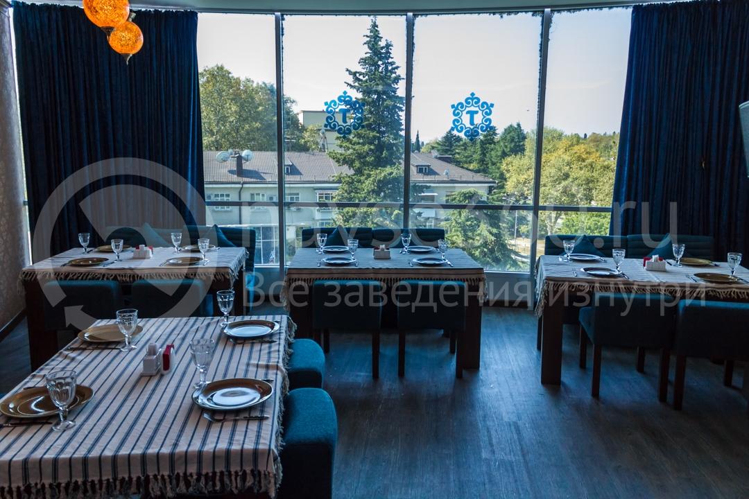 Вид внутри ресторана Торне, чайхана в Сочи 2