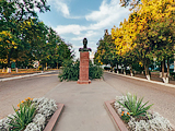 Бюст основателя города князя Михаила Воронцова
