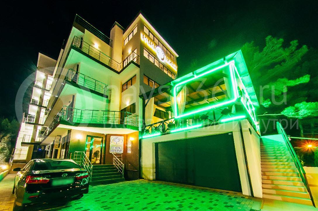 Отель Парк Хаус Дивноморское, фасад, ночь