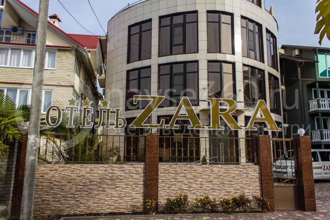 Фасад гостиницы Zara в Сочи