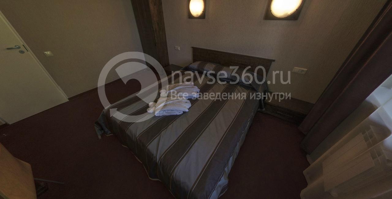 Спальня двухкомнатого люкса пансионата Волга