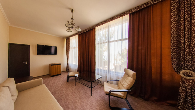 Хата Казака, гостиница