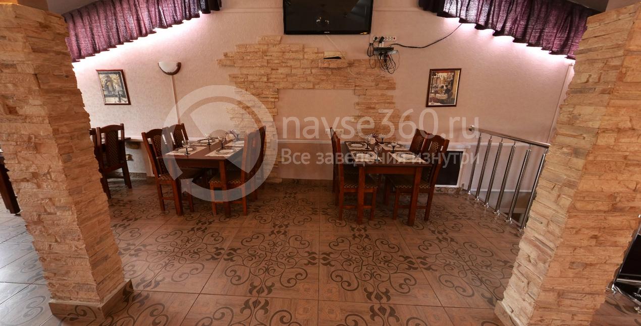 Коричнеый зал кафе Мираж
