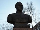 Памятник Д. В. Емлютину